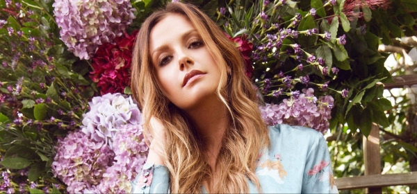 Carly Pearce - Image Pinterest